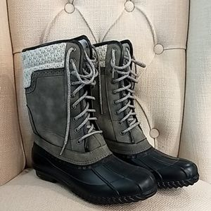 Duck Boots Gray and Black. New
